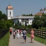 Pelerini la Manastirea Cernica